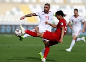 ABU DHABI, UNITED ARAB EMIRATES - JANUARY 12:  Seyed Ashkan Dejagah of Iran competes for the ball with Doan Van Hau of Vietnam during the AFC Asian Cup Group D match between Vietnam and Iran at Al Nahyan Stadium on January 12, 2019 in Abu Dhabi, United Arab Emirates.  (Photo by Francois Nel/Getty Images)